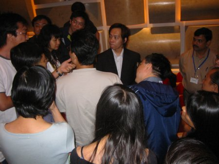 Super Affiliate Ewen Chia mobbed